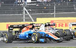 Crash, Pascal Wehrlein, Manor Team steigt nach einem Crash aus seinem Rennwagen beim GP von Mexiko 2016 in Mexiko-Stadt<br /> <br /> / 301016<br /> <br /> ***Mexican Formula One Grand Prix on October 30, 2016 in Mexico-City, Mexico.***