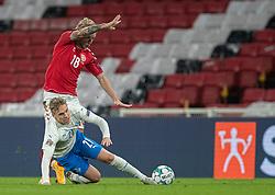 Daniel Wass (Danmark) og Arnór Sigurdsson (Island) under kampen i Nations League mellem Danmark og Island den 15. november 2020 i Parken, København (Foto: Claus Birch).