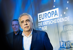 12.05.2019, Puls4 Studio, Wien, AUT, Puls4, Elefantenrunde zur Europawahl 2019, im Bild EU-Spitzenkandidat Johannes Voggenhuber (JETZT) vor EU-Spitzenkandidat Harald Vilimsky (FPÖ) // during political discussion due to elections of the european parliament 2019 in Vienna, Austria on 2019/05/12, EXPA Pictures © 2019, PhotoCredit: EXPA/ Michael Gruber