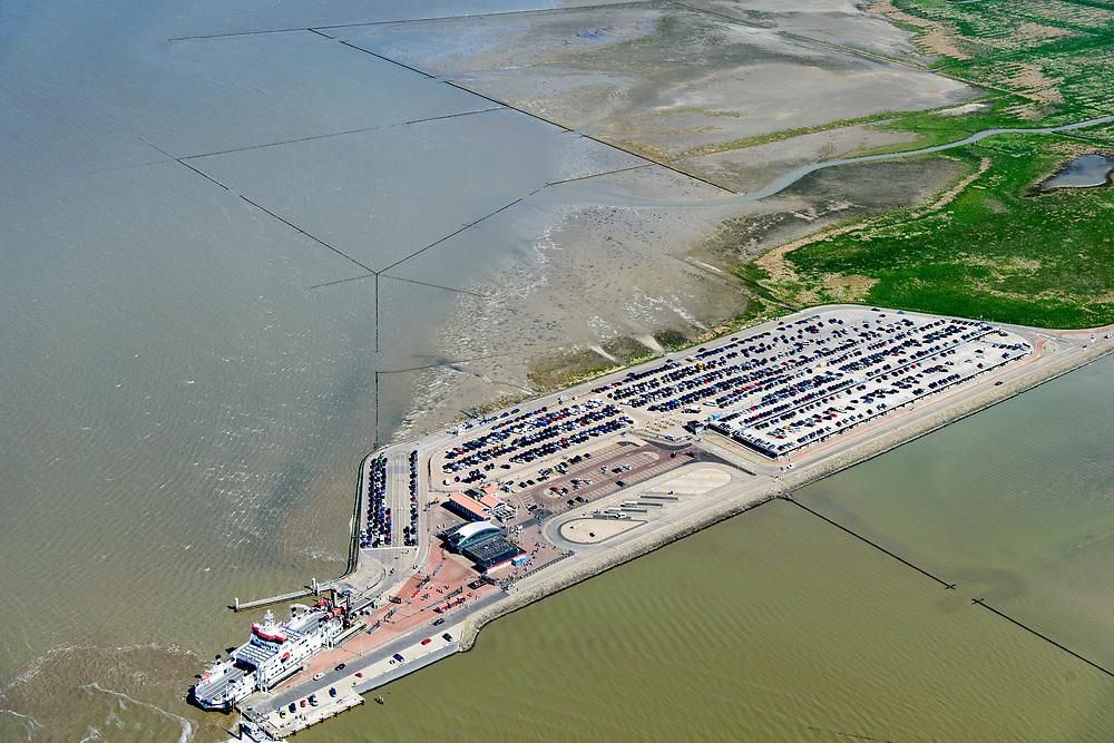 Nederland, Friesland, Gemeente Dongeradeel, 07-05-2018; Veerdam voor de veerboot naar Ameland met parkeerterrein voor langparkeerders ter hoogte van Holwerd (Holwert). Explotatie door Wagenborg passagiersdiensten. Friesche Wad met kweldergebied en buitendijkse polder van Noorderleeg (Noarderleech) ook Noard-Fryslan Butendyks.<br /> Causeway for the ferry to Ameland. Land reclamation, Noorderleeg (Northern Void), polder and salt marsh area outside the dikes. The so-called salt marsh works consist of square sections, bordered by brushwood breakwaters causing the sludge to settle. <br /> luchtfoto (toeslag op standard tarieven);<br /> aerial photo (additional fee required);<br /> copyright foto/photo Siebe Swart