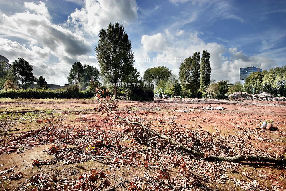 Nederland, Amsterdam , 23 september 2009..Tennispark Popeye aan de Gustav Mahlerlaan nr. 20 dat momenteel gesloopt wordt..Tennis park Popeye being demolished.
