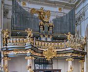 Organy w Kościele Świętych Apostołów Piotra i Pawła – zabytkowego kościoła rzymskokatolickiego w Krakowie