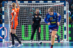 16-12-2018 FRA: Women European Handball Championships bronze medal match, Paris<br /> Romania - Netherlands 20-24, Netherlands takes the bronze medal / Tess Wester #33 of Netherlands