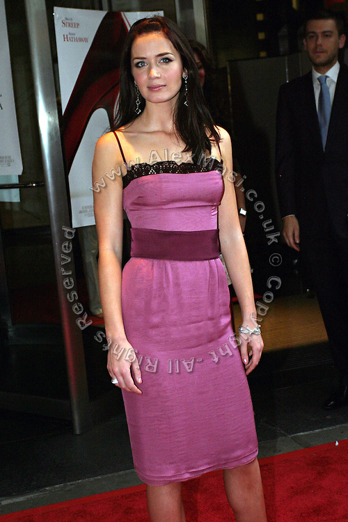 Emily Blunt posing before entering the 'The Devil Wears Prada' premiere at the AMC LOEWS in Lincoln Square, New York, USA, on Monday, June 20, 2006. She is part of the cast. **ITALY OUT**