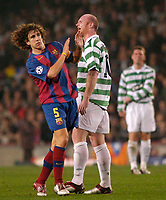 Fotball<br /> Foto: SBI/Digitalsport<br /> NORWAY ONLY<br /> <br /> Barcelona v Celtic<br /> UEFA Champions League. 24/11/2004.<br /> <br /> Celtic's hero John Hartson exchanges angry words with Carles Puyol