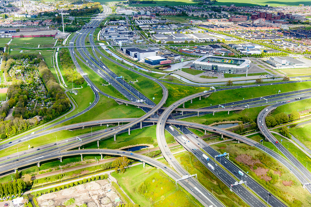 Nederland, Zuid-Holland, Gemeente Den Haag, 28-04-2017; knooppunt Prins Clausplein, kruising A12 met A4. <br /> Cars Jeans Stadion van ADO Den Haag (voorheen Kyocera Stadion).<br /> Prins Claus junction.<br /> <br /> luchtfoto (toeslag op standard tarieven);<br /> aerial photo (additional fee required);<br /> copyright foto/photo Siebe Swart