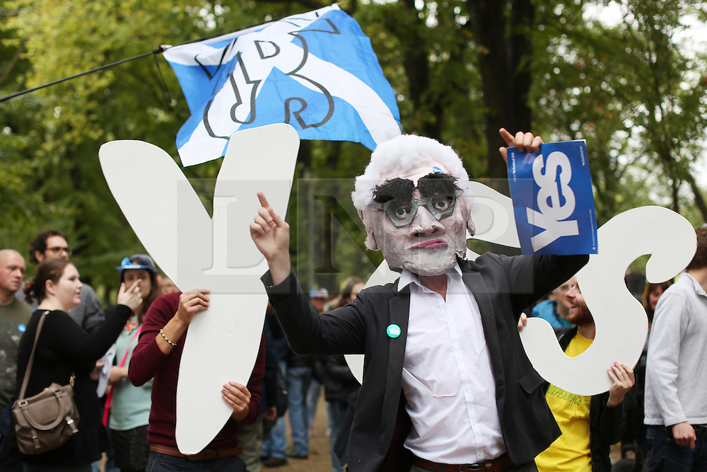 © Licensed to London News Pictures. 14/09/2014. Edinburgh, UK. An Alistair Darling look-alike joins Yes campaigners at the Meadows, Edinburgh, to gain new voters. With only  four days left to decide on the Scottish referendum, the latest polls give a mixed picture of opinions. Photo credit: Isabel Infantes / LNP