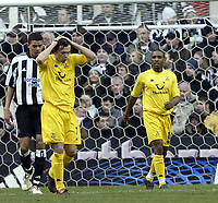 Fotball<br /> FA-cup 2005<br /> 5. runde<br /> Newcastle v Tottenham<br /> 13. mars 2005<br /> Foto: Digitalsport<br /> NORWAY ONLY<br /> Spurs Simon Davis cant believe shay Given has just saved his shot