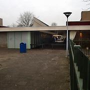 Achterzijde winkelcentrum Kostmand Huizen, achteringang