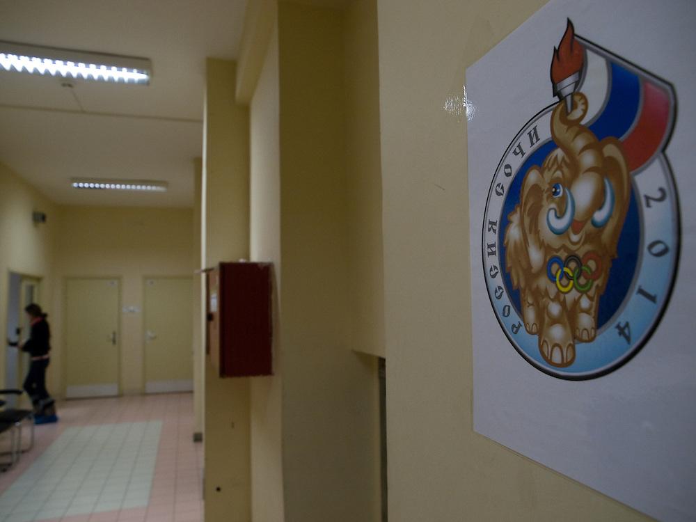 Poster mit Mammut zur Olympiade 2014 in Sotchi -  gegruendet wurde das Mammut-Museum im Jahre 1991 in der sibirischen Stadt Jakutsk. Jakutsk wurde 1632 gegruendet und feierte 2007 sein 375 jaehriges Bestehen. Jakutsk ist im Winter eine der kaeltesten Grossstaedte weltweit mit durchschnittlichen Winter Temperaturen von -40.9 Grad Celsius. Die Stadt ist nicht weit entfernt von Oimjakon, dem Kaeltepol der bewohnten Gebiete der Erde.<br /> <br /> Poster with a Mammoth relatet to the Olympics 2014 in Sotchi. The Mammoth-Museum in the siberian city Yakutsk which was created in 1991 as the scientific and cultural centre on studying of mammoth faunae and its environment in a glacial age. Yakutsk was founded in 1632 and celebrated 2007 the 375th anniversary. Yakutsk is a city in the Russian Far East, located about 4 degrees (450 km) below the Arctic Circle. It is the capital of the Sakha (Yakutia) Republic (formerly the Yakut Autonomous Soviet Socialist Republic), Russia and a major port on the Lena River. Yakutsk is one of the coldest cities on earth, with winter temperatures averaging -40.9 degrees Celsius.