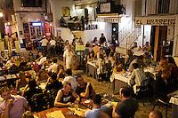 12/Agosto/2008 Islas Baleares. Ibiza<br /> Terrazas de restaurantes en el barrio de La Marina en la zona del puerto de Ibiza.<br /> <br /> ©JOAN COSTA