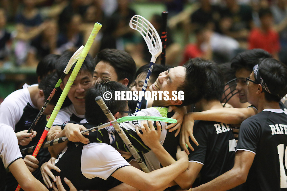 Delta Sports Hall, Friday, May 27, 2016 — A pulsating encounter in the National A Division Floorball Championship final eventually saw defending champions Raffles Institution (RI) edge past traditional heavyweights Meridian Junior College (MJC) 2-1, claiming their third title on the trot.
