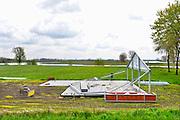 Nederland, Batenburg, 30-4-2016 Voorbereidingen voor de start van de Giro d italia wielerwedstrijd. In de plaatsen, dorpen, langs het parcours worden voorbereidingen getroffen voor de doorkomst van de Giro  .Hier wordt een feesttent opgezet . The Netherlands, Gelderland is preparing for the start of the Giro d'Italia cycling tour . The first stages will take the cyclists to Nijmegen and Arnhem in the province of Gelderland with dykes and villages in nice countryside . Foto: Flip Franssen
