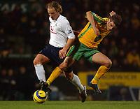 Fotball<br /> Premier League England 2004/2005<br /> Foto: SBI/Digitalsport<br /> NORWAY ONLY<br /> <br /> Barclays Premiership<br /> Norwich City v Tottenham Hotspur<br /> 26/12/2004<br /> <br /> Norwich's David Bentley challenges Spurs' Reto Ziegler for the ball