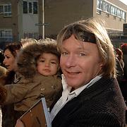 NLD/Tilburg/20060129 - Opening kapsalon John Beerens Tilburg, Erwin Kettman en zoon