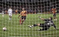 Fotball<br /> Foto: Dppi/Digitalsport<br /> NORWAY ONLY<br /> <br /> INTERTOTO CUP 2005/2006 - FINAL - 2ND LEG - RC LENS v CFR CLUJ - 23/08/2005<br /> <br /> PENALTY DANIEL COUSIN (LENS) / MARTIN TUDOR (CLUJ)