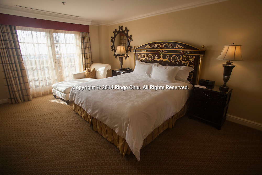 The master bedroom of the Tournament of Rose at Langham Hotel in Pasadena.<br /> (Photo by Ringo Chiu/PHOTOFORMULA.com)
