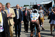 Koning Willem Alexander aanwezig bij Tour de France / King Willem Alexander attends Tour de France<br /> <br /> Op de foto / On the photo:  Koning Willem Alexander rijd een rondje mee over het parcour / King Willem Alexander drive one lap on the track