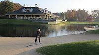 EEMNES - Hole 18 met clubhuis. Goyer Golf & Country Club. Copyright Koen Suyk