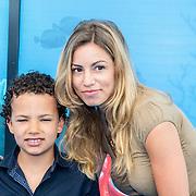 NLD/Amsterdam20160622 - Filmpremiere première van Disney Pixar's Finding Dory, Christie Bokma en zoontje Davey