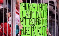 """Fotball<br /> Tyskland<br /> 14.11.2010<br /> Foto: Witters/Digitalsport<br /> NORWAY ONLY<br /> <br /> Fans Bayern mit Transparent """"Philipp Lahm und Thomas Mueller bitte schenkt uns euer Trikot""""<br /> <br /> Bundesliga, FC Bayern München - 1. FC Nürnberg 3:0"""