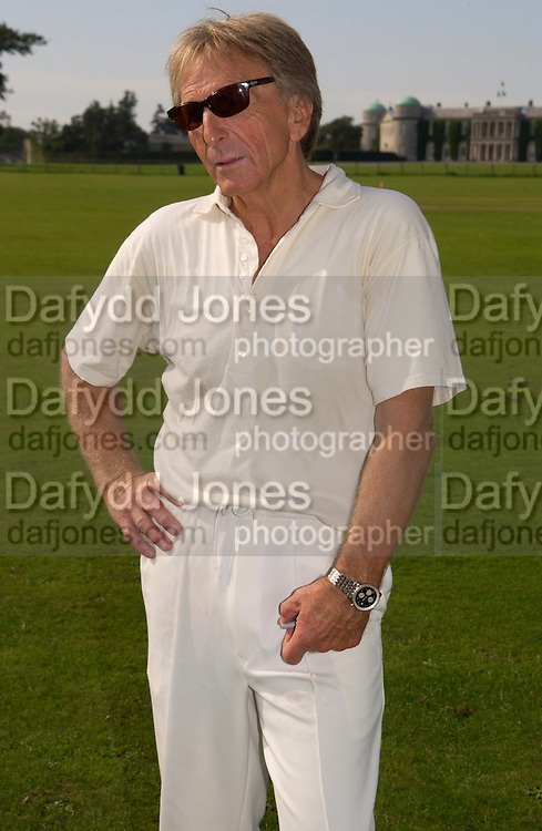 Derek Bell, The Duke of Richmond and Gordon's X1 V The Earl of March and Kinrara's X1. Cricket match before the Goodwood Revival meeting, 2 September 2004. SUPPLIED FOR ONE-TIME USE ONLY-DO NOT ARCHIVE. © Copyright Photograph by Dafydd Jones 66 Stockwell Park Rd. London SW9 0DA Tel 020 7733 0108 www.dafjones.com