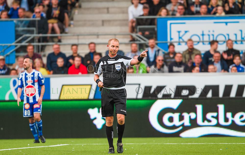 Erotuomari Dennis Antamo Helsingin paikallisottelussa HJK-HIFK Veikkausliigassa. Sonera Stadium, Helsinki, Suomi. 6.7.2015.