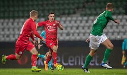 Sebastian Czajkowski (FC Helsingør) stikker bolden til Jeppe Kjær (FC Helsingør) under kampen i 1. Division mellem Viborg FF og FC Helsingør den 30. oktober 2020 på Energi Viborg Arena (Foto: Claus Birch).