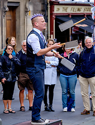 Edinburgh Scotland 7th August 2016 :: Performers from Fringe shows entertain in the High Street to promote their shows.<br /> <br /> Pictured:  Spikey Will a professional speciality act juggler and street performer entertains crowds in the High Street.<br /> <br /> (c) Andrew Wilson   Edinburgh Elite media