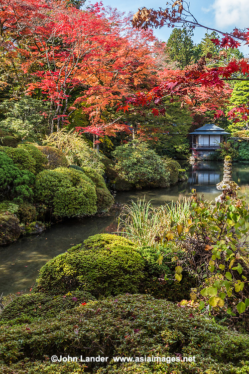 30. Rinnoji 輪王寺 - Rinnoji Temple was founded in 766 AD by the Buddhist hermit monk Shodo Shonin.  Rinnoji quickly became a popular retreat for ascetic monks who wished to meditate in the mountains.  It was once so important that it had 500 sub-temples under its rule.  Rinnoji is best known for its Sanbutsudoh Three Buddha Hall and the beautiful Japanese meditation garden Shoyo-en on its grounds.  The layout at Shoyo-en is modeled after Lake Biwa, showing the Japanese knack for representation through reduction and miniaturization.
