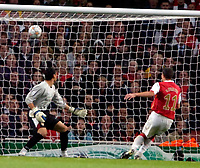Photo: Ed Godden/Sportsbeat Images.<br /> Arsenal v Sevilla. UEFA Champions League Group H. 19/09/2007. Arsenal's Robin Van Persie scores to make it 2-0.