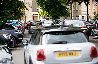 people out in the sun and traffic chaos  as people  try to find somewhere to park in woodstock oxfordshire