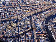 Nederland, Noord-Holland, Amsterdam, 13-02-2021; Nieuwmarktbuurt, Lastage. Oude Schans (onder in beeld), Recht Boomssloot (midden), Binnenkant / Oude Waal (rechts). Midden Nieuwmarkt en Geldersekade.<br /> <br /> luchtfoto (toeslag op standaard tarieven);<br /> aerial photo (additional fee required)<br /> copyright © 2021 foto/photo Siebe Swart