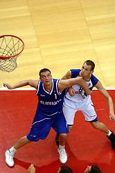 06-09-2006 BASKETBAL: NEDERLAND - SLOWAKIJE: GRONINGEN<br /> De basketballers hebben ook de tweede wedstrijd in de kwalificatiereeks voor het Europees kampioenschap in winst omgezet. In Groningen werd een overwinning geboekt op Slowakije: 71-63 / Kees Akerboom en Stefan Svitek<br /> ©2006-WWW.FOTOHOOGENDOORN.NL