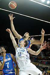 02.09.2014, City Arena, Bilbao, ESP, FIBA WM, Finnland vs Dominikanische Republik, im Bild Findlan's Petteri Koponen (c) and Dominican Republic's Victor Liz (l) and Ely Vargas // during FIBA Basketball World Cup Spain 2014 match between Finland and Dominican Republic at the City Arena in Bilbao, Spain on 2014/09/02. EXPA Pictures © 2014, PhotoCredit: EXPA/ Alterphotos/ Acero<br /> <br /> *****ATTENTION - OUT of ESP, SUI*****