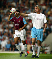 Photo. Chris Ratcliffe, Digitalsport<br /> NORWAY ONLY<br /> <br /> West Ham United v Ipswich Town. Division One Play-off Semi-final 2nd leg. 18/05/2004<br /> Alan Pardew tries to show Hayden Mullins the way.