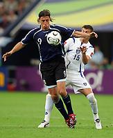 v.l. Hernan Crespo, Milan Dudic Serbien<br /> Fussball WM 2006 Argentinien - Serbien Montenegro<br /> Argentina - Serbia Montenegro<br />  Norway only