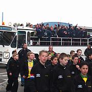 SV Huizen - Bennekom, SV Huizen kampioen hoofdklasse B zaterdagamateurs, rondrit open bus