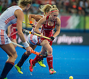 England's Susie Gilbert is goes past Willemijn Bos and Kate Richardson-Walsh of The Netherlands. England v The Netherlands - Final Unibet EuroHockey Championships, Lee Valley Hockey & Tennis Centre, London, UK on 30 August 2015. Photo: Simon Parker