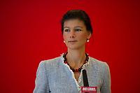 DEU, Deutschland, Germany, Berlin, 02.12.2014: Die stellvertretende Vorsitzende der Bundestagsfraktion von DIE LINKE, Dr. Sahra Wagenknecht, bei einem Pressestatement vor der Fraktionssitzung der Linkspartei im Deutschen Bundestag.