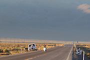 Ellen van Vugt wordt vlak na de start van de eerste race van de WHPSC weer gevangen wegens pech. In Battle Mountain (Nevada) wordt ieder jaar de World Human Powered Speed Challenge gehouden. Tijdens deze wedstrijd wordt geprobeerd zo hard mogelijk te fietsen op pure menskracht. Ze halen snelheden tot 133 km/h. De deelnemers bestaan zowel uit teams van universiteiten als uit hobbyisten. Met de gestroomlijnde fietsen willen ze laten zien wat mogelijk is met menskracht. De speciale ligfietsen kunnen gezien worden als de Formule 1 van het fietsen. De kennis die wordt opgedaan wordt ook gebruikt om duurzaam vervoer verder te ontwikkelen.<br /> <br /> Ellen van Vugt is caught again just after the start at the first race of the WHPSC. In Battle Mountain (Nevada) each year the World Human Powered Speed Challenge is held. During this race they try to ride on pure manpower as hard as possible. Speeds up to 133 km/h are reached. The participants consist of both teams from universities and from hobbyists. With the sleek bikes they want to show what is possible with human power. The special recumbent bicycles can be seen as the Formula 1 of the bicycle. The knowledge gained is also used to develop sustainable transport.