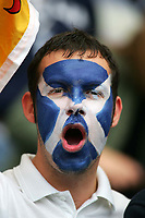 Fotball<br /> Foto: SBI/Digitalsport<br /> NORWAY ONLY<br /> <br /> Skottland v Norge<br /> 09.10.2004<br /> <br /> A Scotland fan has painted his face in preparation for the game against Norway.