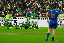February 3, 2018 - Saint Denis, Seine Saint Denis, France - joy of the Irish team after their victory in the last seconds of the match with a Drop of JONATHAN SEXTON at the NatWest Six Nations Rugby Tournament between France and Ireland at the Stade de France - St Denis - France..Ireland Won 15-13 (Credit Image: © Pierre Stevenin via ZUMA Wire)