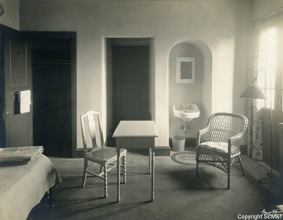 1926 A bedroom at the Hollywood Studio Club on Lodi Pl.
