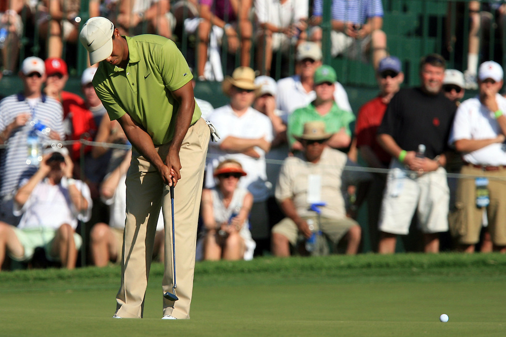 11 August 2007: Tiger Woods attempts a birdie putt on the 17th green during the third round of the 89th PGA Championship at Southern Hills Country Club in Tulsa, OK.
