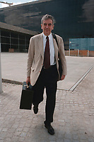 27 JUL 1999 - BERLIN, GERMANY:<br /> Michael Naumann, Staatsminister im Bundeskanzleramt, verläßt nach einer Pressekonferenz das Bundespresseamt<br /> Michael Naumann, Minister of Staate of the Department of the Federal Chancellor, after a press conference<br /> IMAGE: 19990727-01/03-21