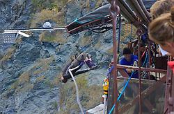 Conhecida como a capital mundia da aventura, Queenstown oferece várias opções para quem gosta de adrenalina. O esporte preferido pelos aventureiros é o Bungy Jump. - FOTO: Lucas Uebel/Preview.com