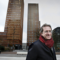 Nederland, Amsterdam , 22 december 2014.<br /> Prof. dr. Lex Hoogduin.<br /> Huidige functies Lex Hoogduin<br /> Hoogleraar Monetaire economie Universiteit van Amsterdam<br /> Commissaris (voorzitter) De Welten Groep Holding B.V.<br /> Adviseur Bank for International Settlements (BIS)<br /> Lid Centrale Commissie Statistiek CBS<br /> Board member Duisenberg School of Finance<br /> Foto:Jean-Pierre Jans