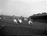 18/3/1953<br /> 3/18/1953<br /> 18 March 1953 <br /> Soccer, football: Limerick v Longford replay at Dalymount Park, Dublin.