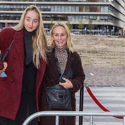 NL/Utrecht/20200927 - Filmpremiere I.M., Angela Groothuizen met haar dochter